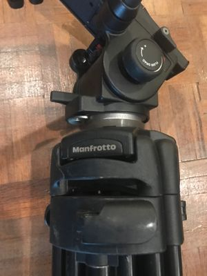 TRIPOD MANFROTTO for Sale in Westlake, OH