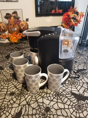 Keurig and 5 coffee cups! for Sale in Los Angeles, CA