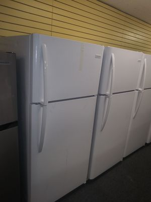 White New scratch and dents top and bottom refrigerators 6months warranty for Sale in McDonogh, MD