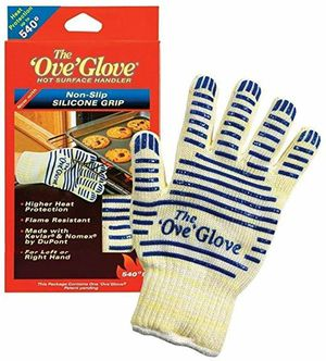 The Ove' Glove, Heat Resistant, Hot Surface Handler Oven Mitt/Grilling Glove, Perfect For Kitchen/Grilling, 540 Degree Resistance for Sale in Los Angeles, CA