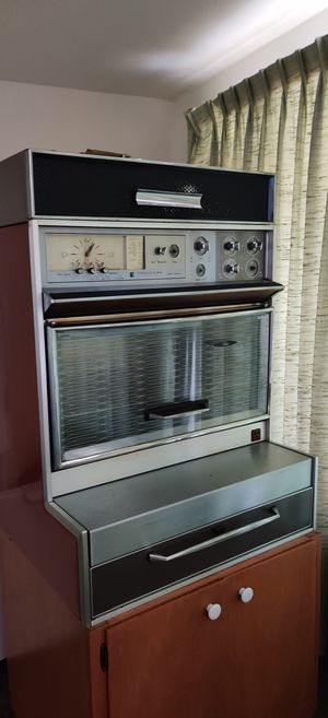 Vintage Frigidaire Flair Cooktop, Oven and hood for Sale in Seattle, WA