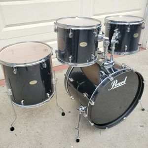 PEARL FORUM Series 4pc Drumset With 2 Tom Holders In PIANO BLACK for Sale in Long Beach, CA