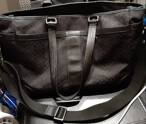 Huge authentic coach purse/cross body purse for Sale in Tampa, FL