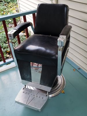 Reliance antique barber chair for Sale in Bellevue, WA