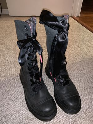Women boots. Dr. Air Wair Martens, Black genuine leather, size 8 for Sale in Alexandria, VA