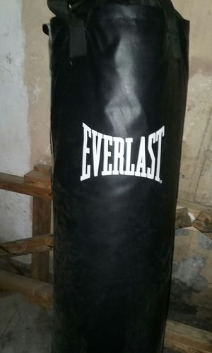 Ererlast heavy bag for Sale in Pittsburgh, PA