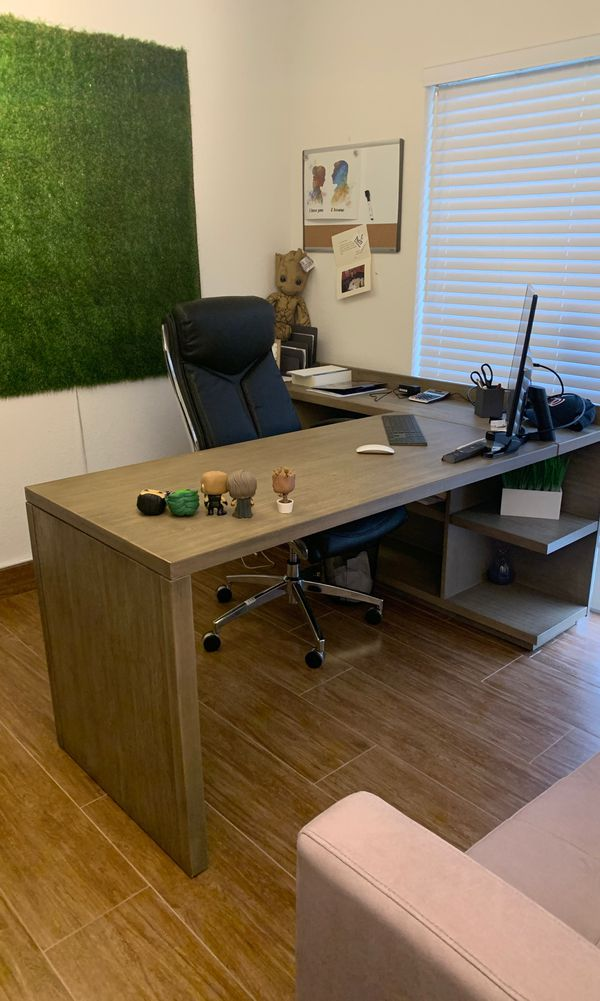 Desk and chair for sale practically brand new barley used