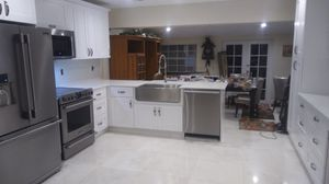 White Shaker all wood kitchen cabinets for Sale in Coral Gables, FL