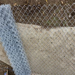 WIRE LINK FENCE / DOG KENNEL WIRE FENCE 40 Ft for Sale in Madera, CA