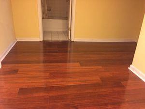 Busco una persona para trabajar en pisos de madera De 130 a 140 por día for Sale in Rockville, MD