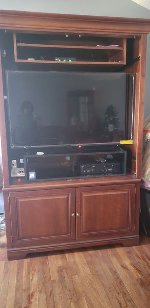 NEW PRICE ALERT!!!!!! All wood chestnut entertainment set for Sale in Heath, OH