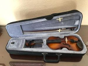 1/8 Size Violin with Bow & Case unbranded, Good condition for Sale in Davie, FL