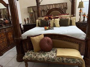 CALIFORNIA KING SIZE BEDROOM SET for Sale in Bloomington, CA