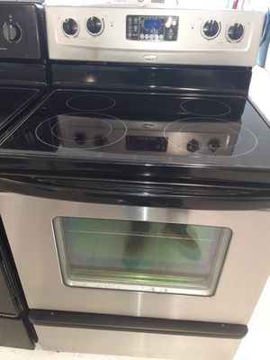 Whirlpool stove electric good condition 90 days warranty for Sale in Mount Rainier, MD