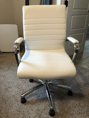 White Office/Desk Chair for Sale in Puyallup, WA
