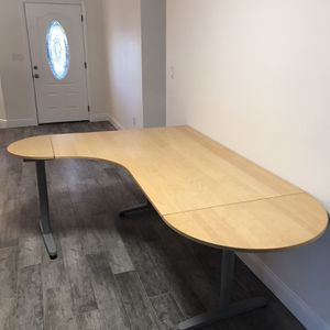 Desk (Free To A Good Home) for Sale in Clearwater, FL