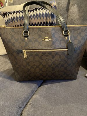 New Signature Tote Coach bag for Sale in Bellflower, CA