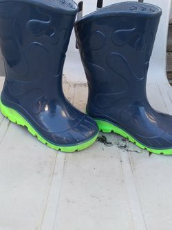 Rain Boots Size 7/8 for Sale in Beaverton,  OR