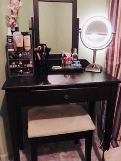Vanity Set/ Vanity Desk for Sale in Seal Beach,  CA