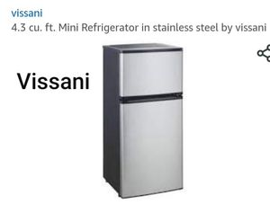 VISSANI Mini Fridge for Sale in Las Vegas, NV