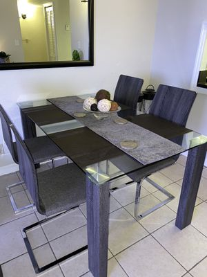 Dinning Table for Sale in Miami, FL
