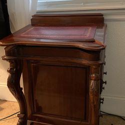 Small Secretary's Desk for Sale in Lakewood,  WA