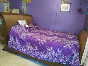 Pier one import queen size bed for Sale in Chicago, IL