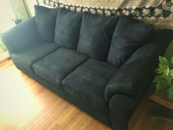 Elegant Cozy Couch (FREE DELIVERY)