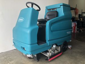 Tennant 7100 floor scrubber (71 hours) for Sale in HUNTINGTN BCH, CA