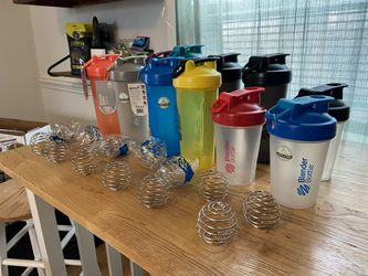 12 assorted Blender Bottles NEW and gently used ALWAYS MACHINE WASHED! for Sale in Scotch Plains,  NJ