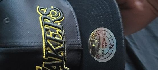 Lakers Mitchell&Ness Snapback for Sale in Fresno,  CA