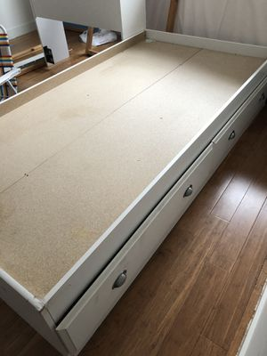 Twin size bed with headboard and built-in drawers for Sale in Queens, NY