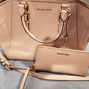 Original michael Kors handbag and matching wallet for Sale in Indianapolis, IN