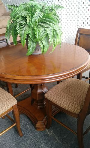 4 chairs dinning table. for Sale in Stockton, CA