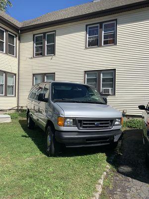 Ford ecoline 2006 . 186 millas . 350 Superduty . V8. en buenas condiciones precio negociable for Sale in Hartford, CT