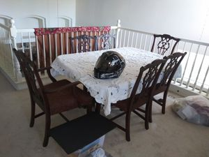 ANTIQUE DINING TABLE for Sale in Las Vegas, NV