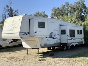 2003 Cougar 5th Wheel 32 FT. W/ Two Slide Outs for Sale in Fontana, CA