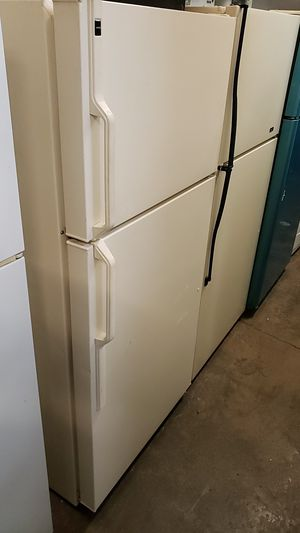 Hotpoint built by General Electric 15 ft³ frost free refrigerator just about wire shells to crisper giours single cover almond for Sale in Portland, OR