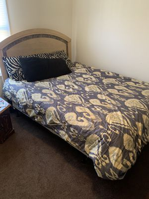 Queen Bed Set for Sale in Greenville, NC