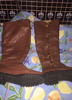 Michael Kors boots like new very very warm and comfortable size 6 for Sale in San Bruno, CA