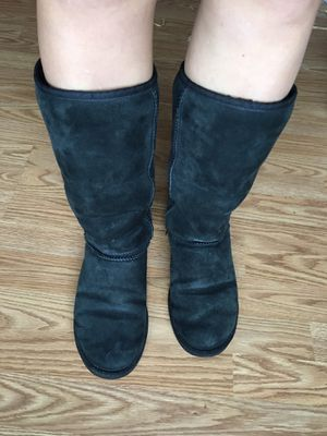 Ugg womens snow boots size 9 for Sale in Buffalo, MO