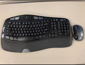Logitech keyboard and mouse wireless for Sale in Miami, FL