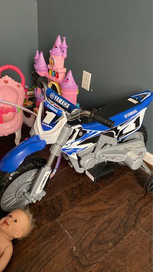 Yamaha motorbike training wheels for Sale in Lawrenceville, GA