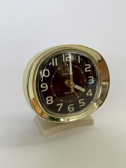 • vintage retro baby ben cream + brass wind-up desk clock • for Sale in Issaquah,  WA