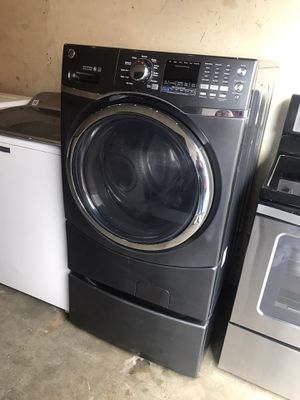 GE WASHER WITH STEAM , ENERGY STAR ⭐️ AND VIBRATION CONTROL WITH PEDESTAL for Sale in Lakewood, CA