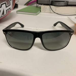 RayBan sunglasses black for Sale in Lutz, FL