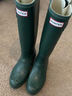 Hunter matte dark green rain boots size 6 for Sale in Portland,  OR
