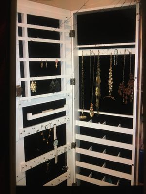 Hang up jewelry holder with mirror for Sale in Hemet, CA