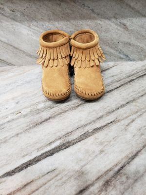 LIKE NEW MINNETONKA TODDLER GIRLS BOOTS for Sale in Chicago, IL