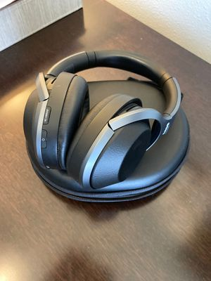 Sony WH-1000XM2 noise cancelling headphones for Sale in Bellevue, WA